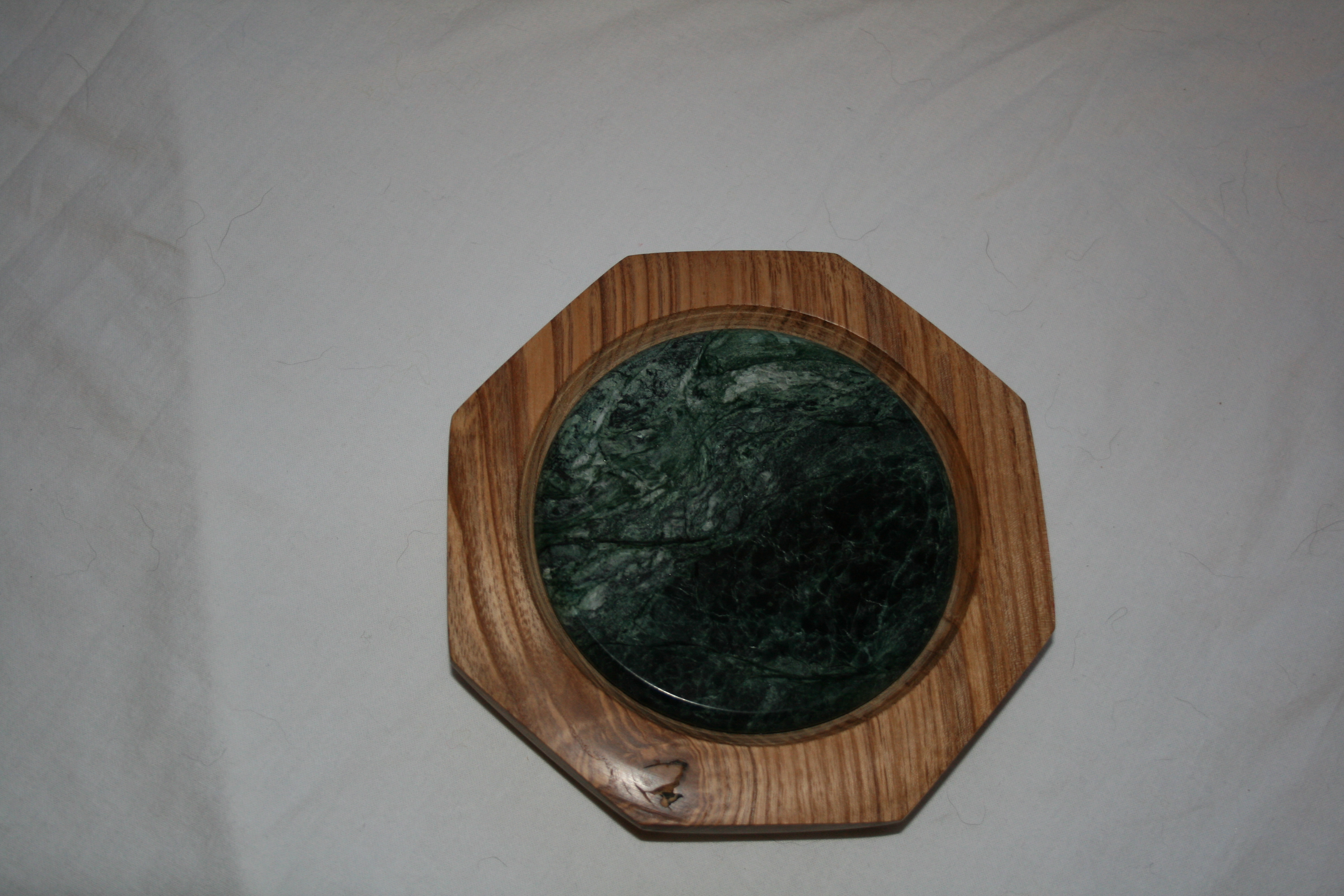 eight sided platter with round green marble tile